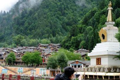 四川黑水羊茸村风景迷人