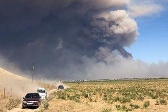 哈萨克斯坦兵营爆炸黑云冲天 部队进入紧急状态