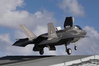 英国空军高官称F-35B战机即将部署到航母测试
