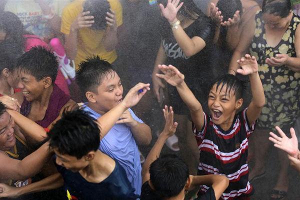 菲律宾大年夜马尼拉地区庆贺泼水节