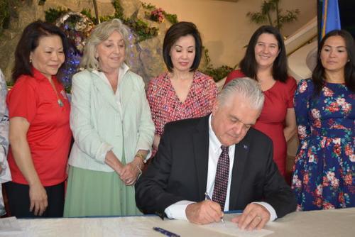 美媒:美国内华达州州长中国城签署新法案 拨公众事务经费
