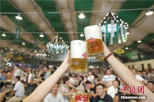 中国侨网资料图:啤酒。