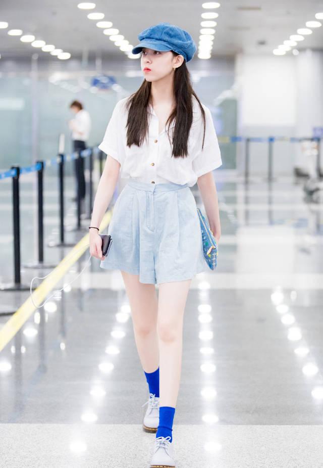 女演员宋妍霏干净清爽夏日街拍