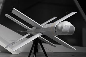 無人機綁步槍真的造出來了! 廠商稱攻擊精度高