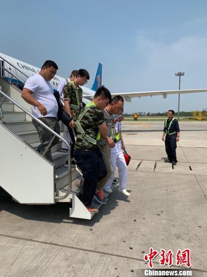 旅客空中发病航班备降 空地接力紧急救助