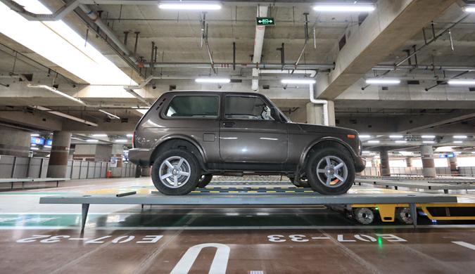 北京首都机场将启用停车机器人