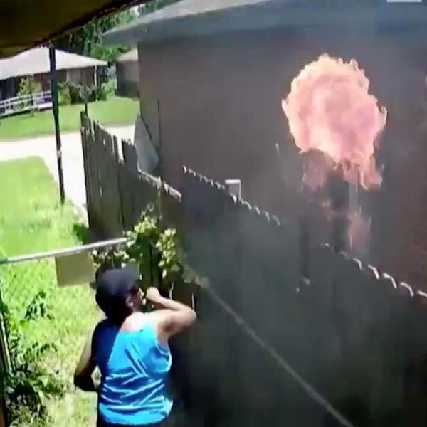 美女子纵火烧邻居家抵赖不忍 却被监控录像揭穿