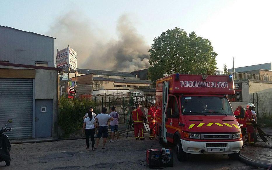 【1号站平台】巴黎北郊又发生火灾 延烧附近仓库和停车场