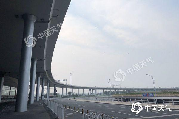 北京今夜降雨难降温 周末晴热升级高温仍在线