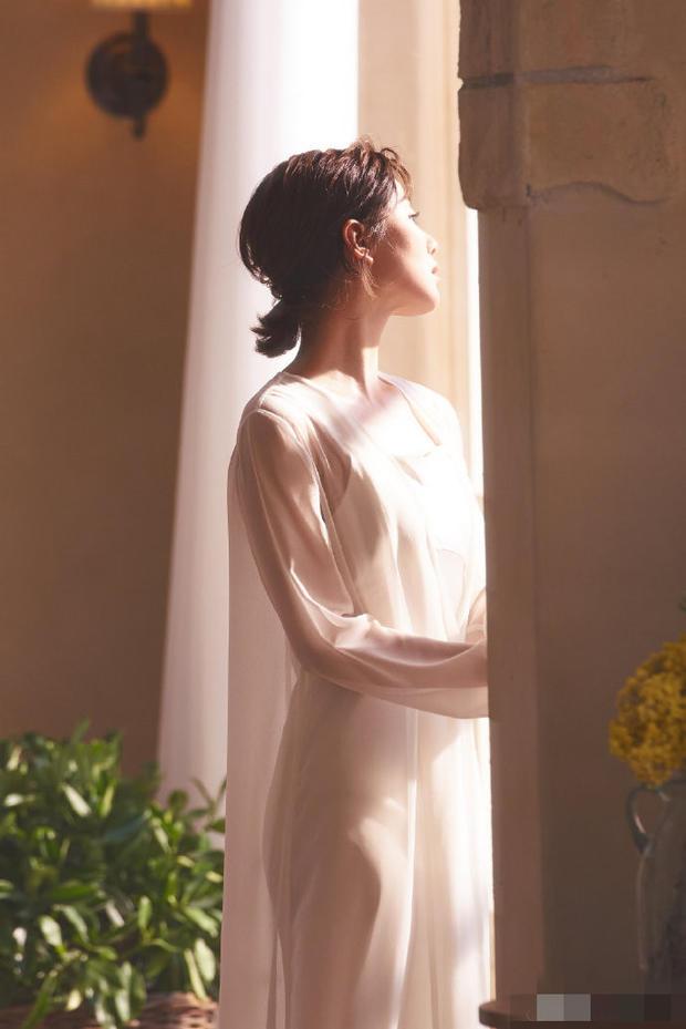 刘诗诗美照曝光疑为复出做准备 穿白纱裙似仙女