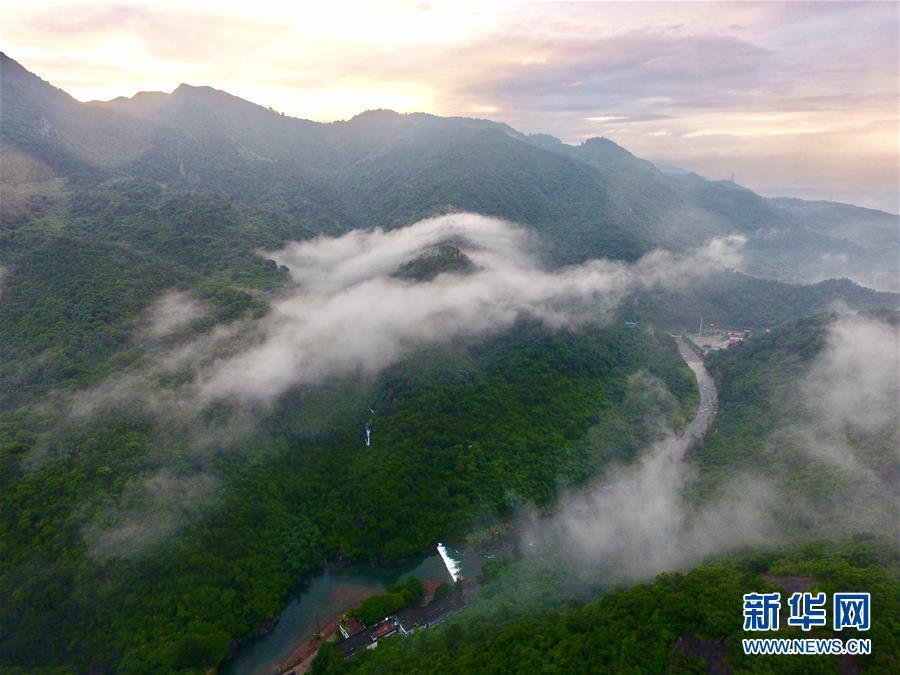 6月26日,阵雨过后,福州十八重溪景区附近群山景色优美(无人机拍摄).
