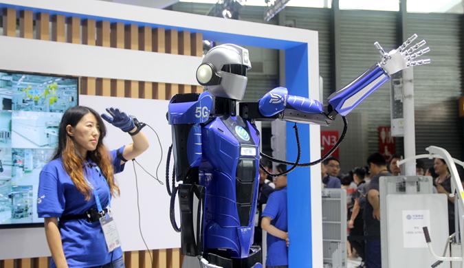 """机器人也是""""艺术家""""!上海世界移动大会聚焦5G时代"""