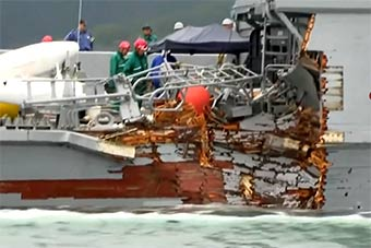 日掃雷艇和貨輪相撞 船體破損嚴重被拖回港口