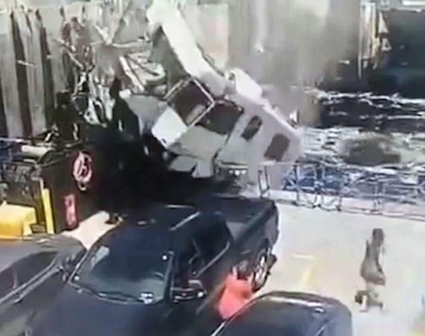 惊险!加拿大一露营车撞上渡轮 致一人死亡