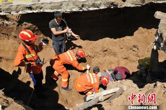 杜伟军(19普拉多中东2700)内蒙古一施工现场泥土塌方致2人被埋