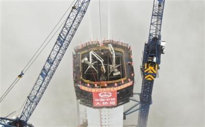 世界最大跨度公铁两用斜拉桥主塔封顶