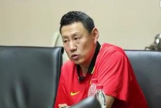 中国男篮集体观影学习 李楠希望球员走出舒适区