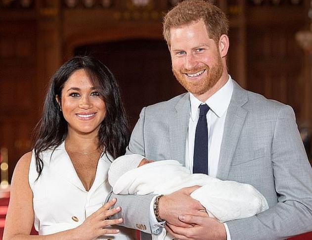【1号站平台】哈里梅根首次带宝宝出国访问:目的地敲定南非