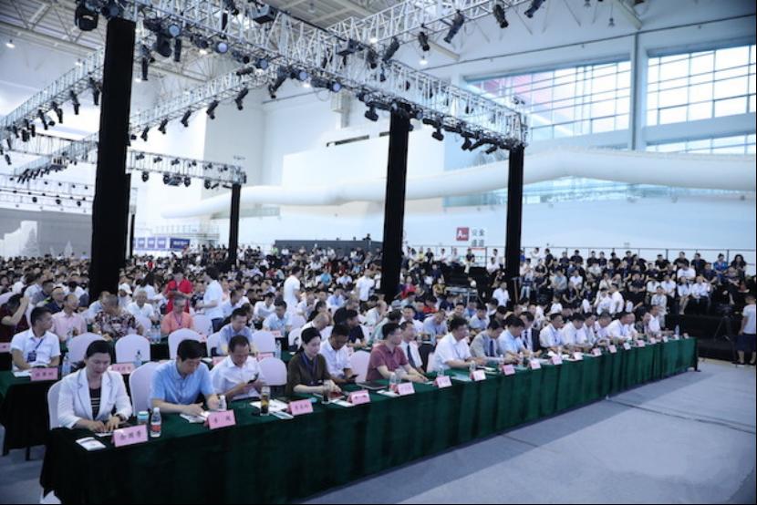 国际品牌服装ODM供应链峰会暨2019河南服装大会举行