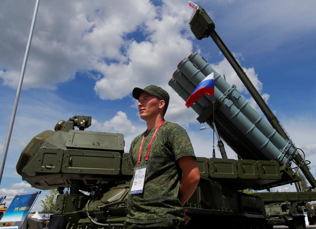 俄防务展吸引中国军迷