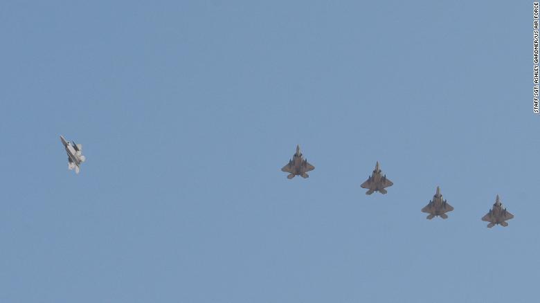 """【1号站平台】全球鹰被击落后,美军首次向卡塔尔派遣""""最强五代机""""F-22"""
