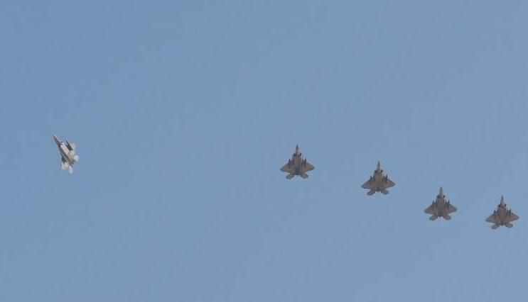 美伊局势紧张之际 美向中东派遣至少5架F22战机