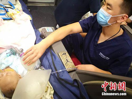 昆明重病患兒轉運北京 醫療團隊:患兒目前狀態平穩