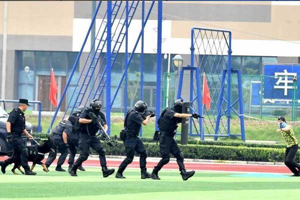 成都公安组织开展实战演练