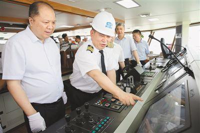 ��位最大�O施最先�M 海洋�O�I�C合科�W�{查船交付