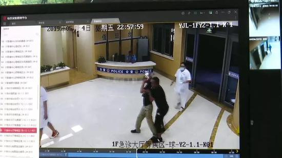 男子在医院醉酒闹事:打伤医护毁器械 被拘7天