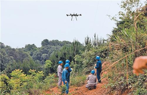 湖南常德:无人机架线省时省力