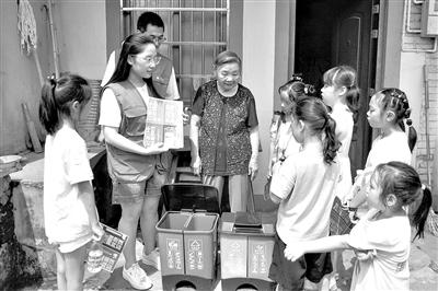 浙江宁波:垃圾分类宣讲进山村