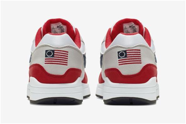 """耐克紧急召回庆祝""""独立日""""运动鞋,因鞋上的美国国旗有点问题"""