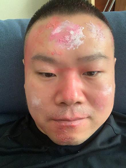 岳云鹏被女儿化妆 网友:这不是化妆是画板
