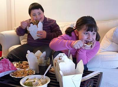 一天吃四五顿,最爱薯条配可乐,5岁小男孩得了脂肪肝