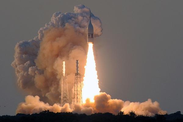 """美""""猎户座""""飞船成功完成发射中止逃逸测试"""