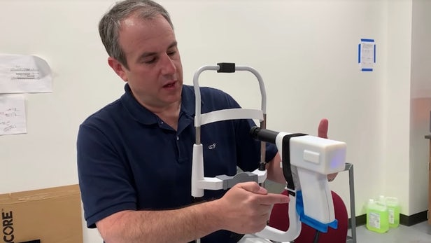 便携式设备可被用来为偏远地区患者执行视网膜扫描