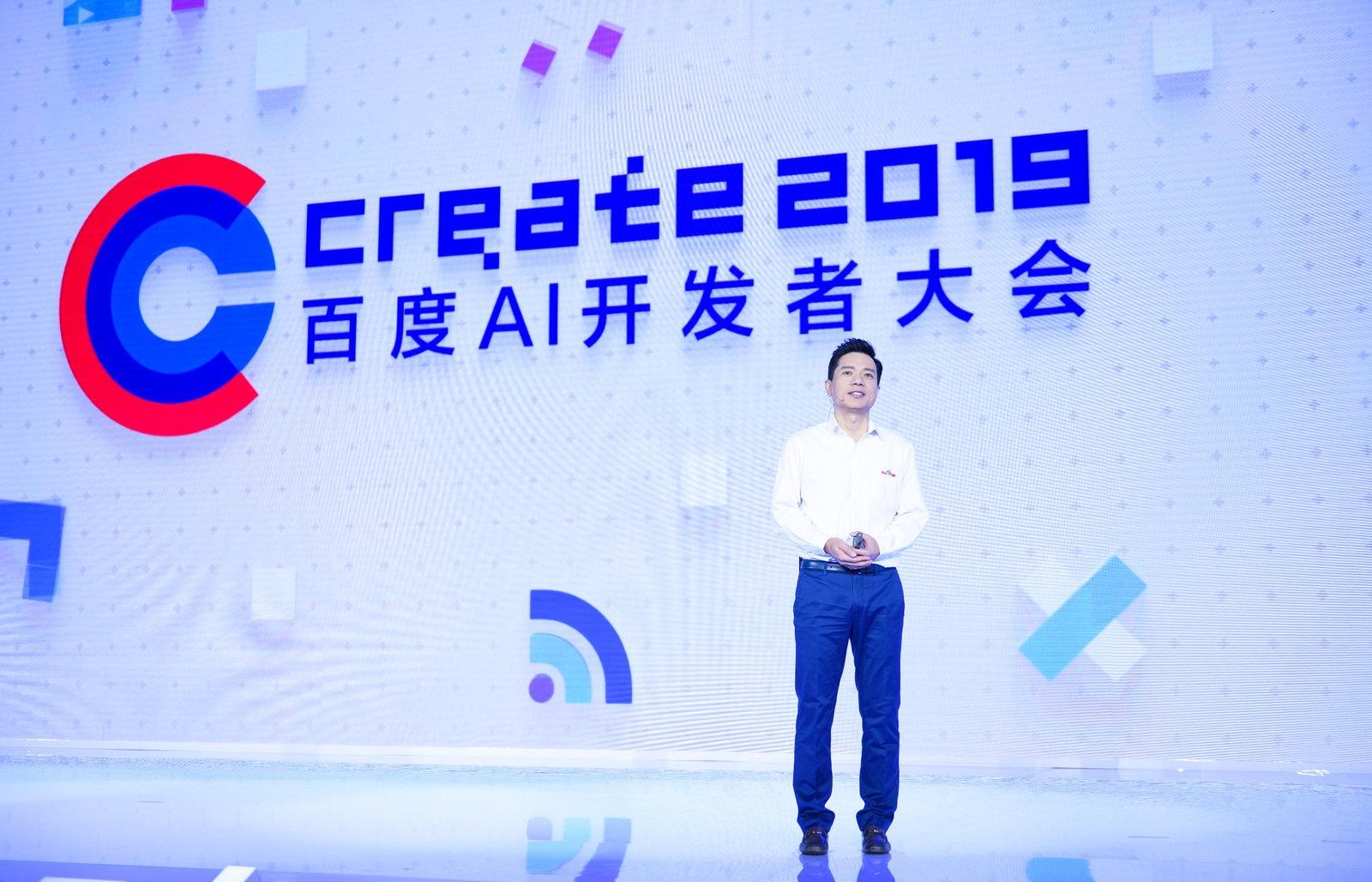 李彦宏介绍百度自主泊车解决方案最新进展