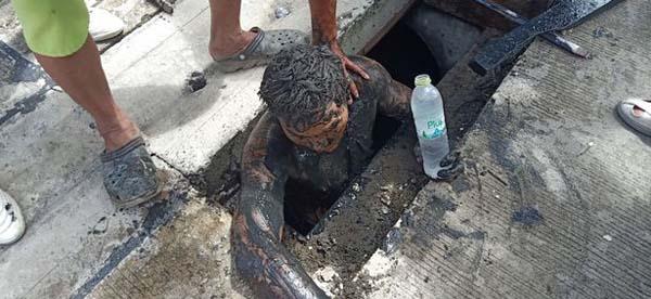 泰国一毒贩逃避抓捕钻进下水道 被困24小时险丧命