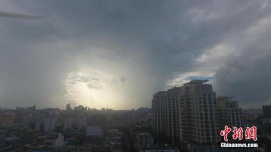 """港媒:台风""""木恩""""登陆海南 香港取消热带气旋警告"""