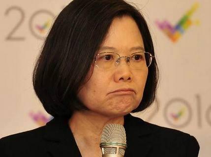台湾遭美国关税重罚 网友狂cue蔡英文:咋不捡枪了?