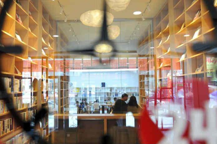 24小时无人智慧书店亮相雄安新区