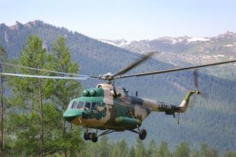 陸航部隊派直升機向邊境哨所運送補給