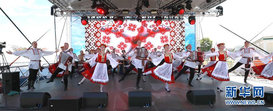 白俄罗斯隆重举行独立日庆祝活动