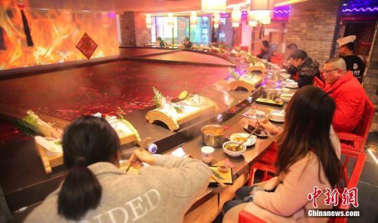 """中国住宿餐饮业去年总收入近5万亿元 大众餐饮唱""""主角"""""""