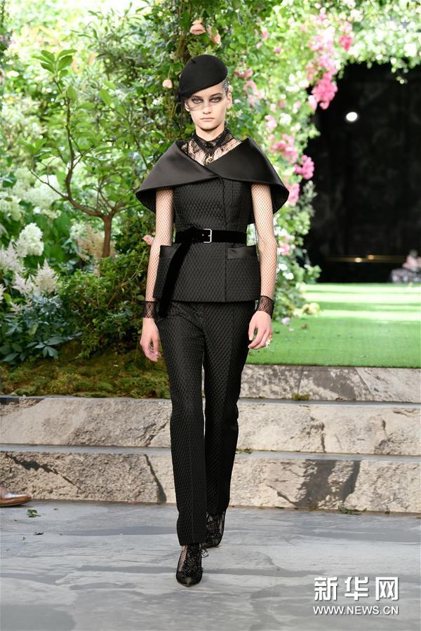 巴黎高级定制时装周——迪奥品牌发布秋冬新品