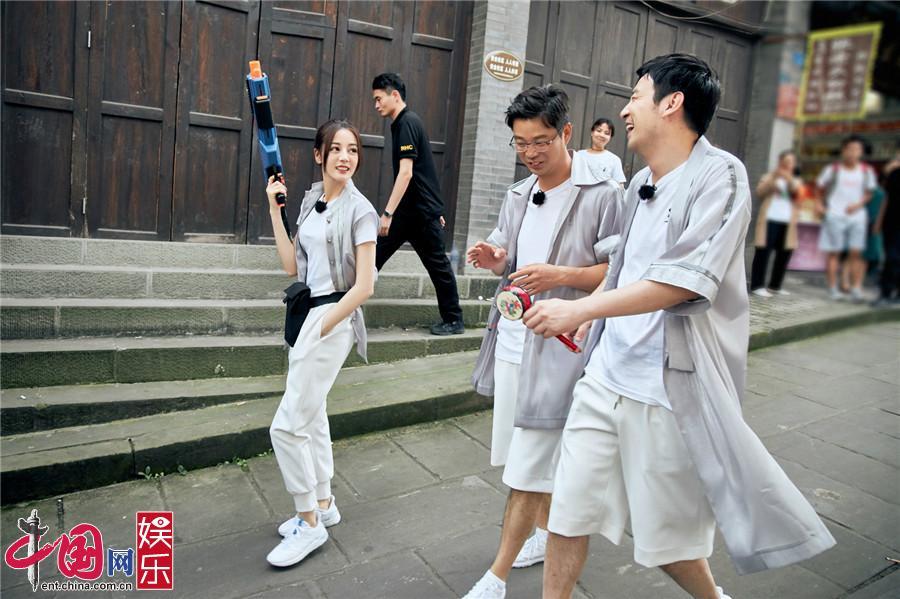 """《极限挑战5》寻找水源 雷佳音英勇不输""""张小敬"""""""