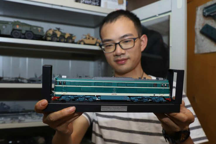 """贵阳""""90后""""男子收藏百余节火车模型"""