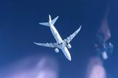 俄飞行员拍拦截美机画面