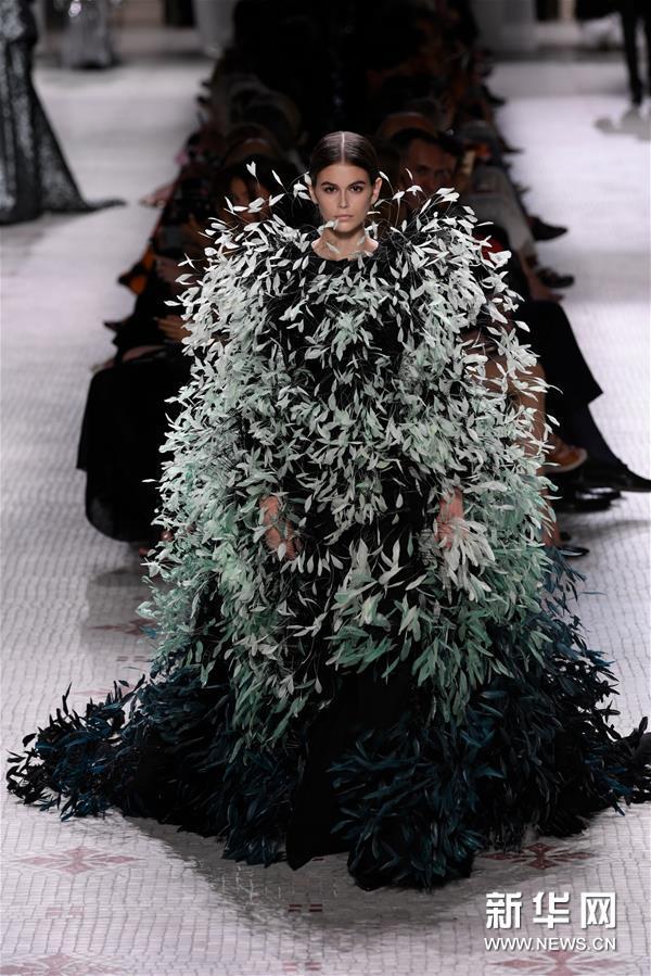 巴黎高级定制时装周——纪梵希发布秋冬新品